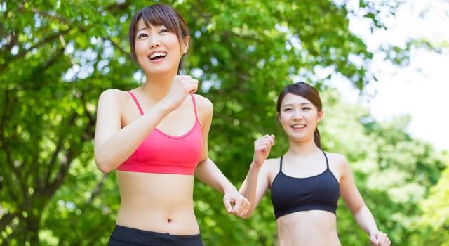 運動とスポーツブラ